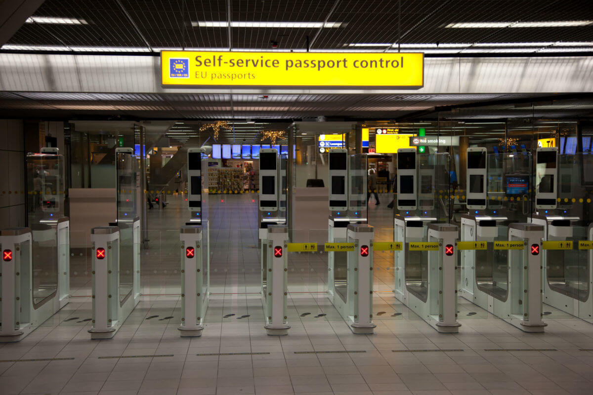 airport self service pasport control